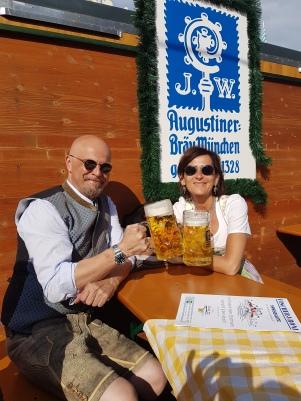 Augustiner im Biergarten Fischerfroni (München, Oktoberfest)