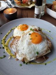 Frühstück & Burger sehr zu empfehlen: http://www.mathildarestaurant.de/
