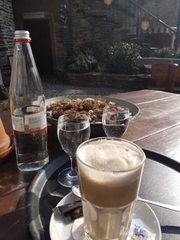 Nachmittags Kaffee