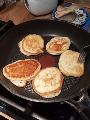 Blinis (unsere Köchen hat sie mit Kefir zubereitet)