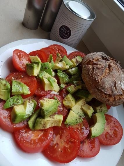 Tomaten Avocado Brot